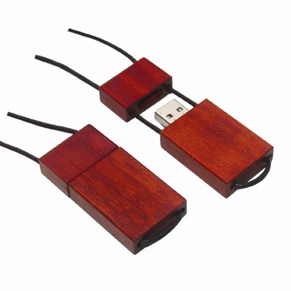 dřevěné USB na šňůrce